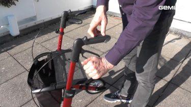 rollator inklappen stap 2 zet rollator op rem
